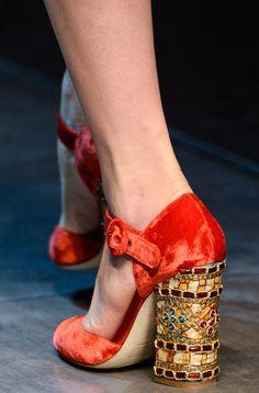 Beautiful shoes! Schöne Schuhe, mit einem traumhaften Absatz. http://oscoschuhe.tumblr.com/post/45257571268/sehr-schoen