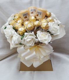 This delicious Ferrero Rocher Bouquet is an ideal gift for any occasion especially Weddings. 20 x Ferrero Rocher Chocolates. 3 x Yankee candles. Candy Bouquet Diy, Flower Bouquet Diy, Bouquet Box, Valentine Bouquet, Gift Bouquet, Valentines Diy, Mini Alcohol Bouquet, Valentine Gifts Ideas, Candy Boquets