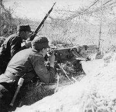 8 machine gun position on the Svir river, Eastern Karelia 1941 - pin by Paolo Marzioli European Map, Night Shadow, Germany Ww2, Total War, Korean War, Axis Powers, Vietnam War, World War Two, Armed Forces