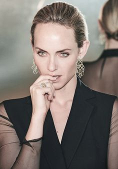 """Supermodel Amber Valletta shines in """"The Christmas Book 2016"""" by Neiman Marcus wearing the new #BuccellatiHawaii Diamonds earrings and one-of-a-kind #Buccellati Band Ring in yellow and white gold with diamonds. #BuccellatiEditorials"""
