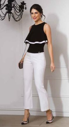 Black top and white pants 👖 ❤️👍 Mode Outfits, Stylish Outfits, Blouse Styles, Blouse Designs, Merian, Love Fashion, Womens Fashion, Black White Fashion, Mode Hijab