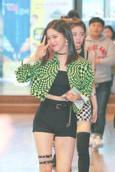 190221 Ruyjin @ M! Korean Princess, Rapper, Programa Musical, Girl Celebrities, Kpop Outfits, Kpop Fashion, Sexy Asian Girls, K Idols, South Korean Girls