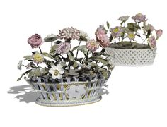 A pair of Continental porcelain flower baskets,late18th - early 19th century.