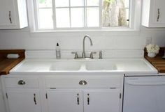 Kitchen Sink Remodel Country Kitchen With DIY Reclaimed Wood Countertop. love the sink with drain board and the wood countertops Vintage Kitchen Sink, Best Kitchen Sinks, Vintage Sink, Kitchen Sink Design, Farmhouse Sink Kitchen, New Kitchen, Cool Kitchens, Kitchen Decor, Kitchen Wood