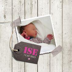 Geboortekaartje Ise www.hetuilennestje.nl. Geboortekaartje, Stoer, Steigerhout, Roze, Houten planken, foto baby, label, plakbandjes, briefje, ster, grijs, wit, meisje.
