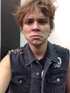 """having a very very bad hair day""-Ashton irwin"