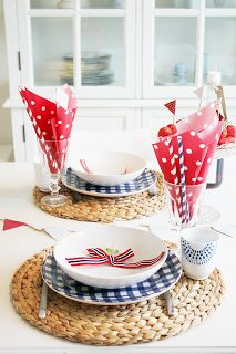 of July setting Table Flower Arrangements, Table Flowers, Americana Crafts, Family Picnic, Patriotic Party, Food Themes, Time To Celebrate, Easy Diy Crafts, Diy Party