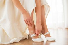 Ottawa wedding magazine reveals how to put your best foot forward and feel confident in your beautiful wedding shoes. Fall Wedding Shoes, Wedding Heels, Bridal Shoes, Wedding Blog, Wedding Colors, Lace Pumps, White Pumps, Designer Wedding Shoes, Dilema