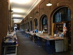 919 vind-ik-leuks, 12 reacties - I amsterdam (@iamsterdam) op Instagram: 'Hidden down a covered passageway between university buildings, this daily atmospheric book market…'