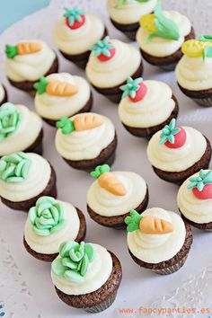 Veggetable Garden mini cupcakes by www.fancyparties.es