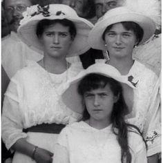 Grand Duchesses Olga Nikolaevna, Maria Nikolaevna & Anastasia Nikolaevna-1915.