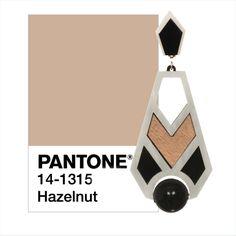 Color: Pantone Hazelnut Maxi Earring: Nina Noir
