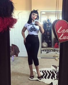 Retro Fashion Simple yet still feelin like a baddie. It goes well with my black capri pants I snagged from Excuse my mess. Ive been doing some spring cleaning. Fashion 90s, Retro Fashion, Girl Fashion, Vintage Fashion, Fashion Outfits, Lolita Fashion, Fashion Boots, Mode Rockabilly, Rockabilly Outfits