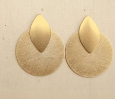 geometric earrings  brass jewelry  stud earrings  golden por iomiss, $32.00