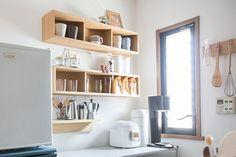 無印の「壁に付けられる家具」で、狭いキッチンの賢い収納法とは