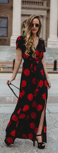 Spring date night outfit styled with rose floral maxi dress, platform sandals, and black crossbody #floralmaxi #datenightoutfit #roseprint