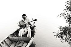 Playing traditional zither on the river Photo by Sơn Trương