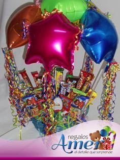 Canasto con globo paracaídas y dulces y chocolates. Regalos y globos Amer.
