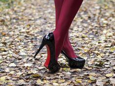 Red Uppsala in autumn – #MyPantyhoseGirl #blogger #pantyhose #legs