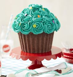 Wilton's Giant Cupcake Pan is perfect for any occasion. We've gathered your FAQ's on how to make a giant cupcake so that yours will be a success!