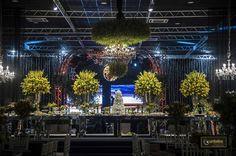 Vem ver que linda e requintada essa decoração de casamento nos tons de amarelo e preto, executada pela Flor e Companhia! Luxo nos salões do Itamaraty Hall: