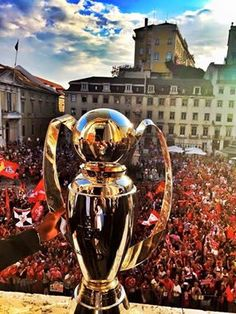 Mais uma! Benfica Wallpaper, We Are The Champions, Sports Clubs, Background Images, First Love, Portugal, Venom, Boys, Soccer Jerseys