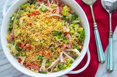 This chopped antipasti salad has a twist that takes it to the next level: crunchy orzo! Main Dish Salads, Dinner Salads, Orzo Salad, Soup And Salad, Salad Bar, Giada Recipes, Salad Recipes, How To Cook Orzo, Giada De Laurentiis