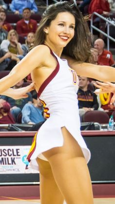 25 Of The Most Embarrassing USC Song Girl Cheerleader Photos Ever Taken! Famous Cheerleaders, Football Cheerleaders, Oregon Cheerleaders, College Cheerleading, Cheerleading Outfits, Cheer Poses, Swimsuit Material, Cute Young Girl, Athletic Women