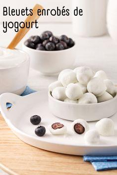 Vous êtes tentés de satisfaire vos fringales avec des fruits enrobés de yogourt? Sachez que les versions du commerce ne contiennent pas toujours de vrais fruits, et lorsque c'est le cas, ceux-ci sont présents en très petite quantité. De plus, leur enrobage n'est pas constitué de vrai yogourt et renferme une grande quantité de sucre et de gras. Voici les étapes pour réaliser vous-même des bleuets au yogourt congelés! Ceux Ci, Commerce, Cereal, Breakfast, Food, Blueberry, Snacks, Sugar, Home Made