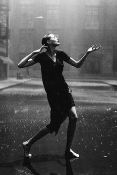 "Peter Lindbergh - ""Nadja Auermann, Paramount Studios, Hollywood, USA - singing in the rain Nadja Auermann, Peter Lindbergh, Jean Paul Goude, Portrait Photography, Fashion Photography, Paolo Roversi, Ellen Von Unwerth, Steven Meisel, Foto Art"
