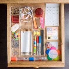 Keep desk drawers organized by using drawer organizer - 26 Resolutions To Keep You Organized In 2014 Junk Drawer Organizing, Household Organization, Organization Station, Office Organization, Ideas Para Organizar, Organize Your Life, Desk With Drawers, Do It Yourself Home, My New Room