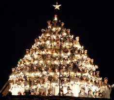 A singing Christmas tree @Dustin Rusche !!!