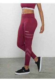 <p><b>JOIN THE AIM'N TRIBE!</b></p> <p>Burgundy Tribe High waist Tights are a must in every activewear wardrobe! The details are designed to inspire and motivate you to an active lifestyle and to believe in yourself. It´s all about the mindset, so set your goals high and bring on the challenges. Winners never quit, quitters never win!</p> <p>You can fold the waist down to your desired height, orlet the high waist give you flatteri...