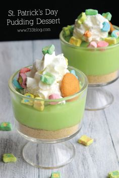 Looking for a quick and simple St Patricks Day Dessert to surprise the kids with This Lucky Pudding is magically delicious! is part of Quick Kids Crafts St Patrick com site - Pudding Desserts, Dessert Recipes, Dessert Food, Party Recipes, Holiday Treats, Holiday Recipes, Easter Recipes, Holiday Foods, Spring Recipes