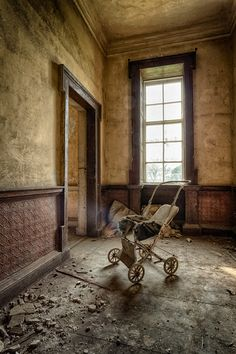 Inside an abandoned farm house ...Wow. BEAUTIFUL space. That would be amazing for a photography session.
