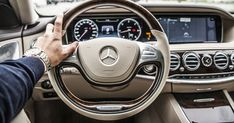 A driver with his hand on the steering wheel of a Mercedes-Benz car Driving School, Self Driving, Driving Tips, Drunk Driving, General Motors, Baby Im Mutterleib, Mercedes Benz S, E63 Amg, Automobile