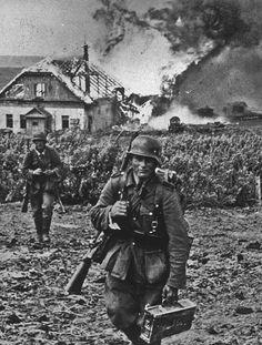 Wehrmacht Heer soldiers leaving a burning village. German Soldiers Ww2, German Army, Ww2 Propaganda Posters, Germany Ww2, Ww2 Photos, War Photography, Panzer, Vietnam War, Military History