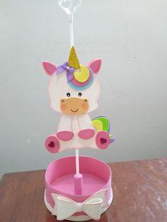 Centro de mesa confeccionado em EVA para decorar festas de aniversários, chás de bebê... Utilize para decorar a mesa dos convidados e também para presenteá-los ao final da festa Para meninos pode ser feito em tons de azul, basta entrar em contato que terei o prazer em atendê-lo. Observações... Unicorn Birthday Parties, Unicorn Party, Foam Crafts, Diy And Crafts, Unicorn Crafts, Baby Shower Parties, Baby Gifts, Party Themes, Creations