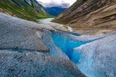 Jostedalsbreen, Noruega: com mais de 1,3 mil quilômetros quadrados dotados de vales dramáticos, lagos glaciais, cachoeiras pitorescas e a maior geleira da Europa continental, este é um dos mais interessantes parques nacionais do mundo. O parque foi fundado em 1991 e conta com três museus para melhor informar os seus visitantes.