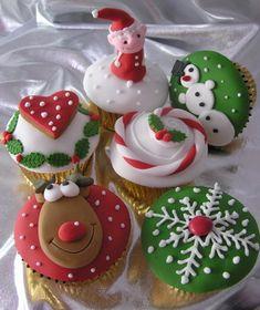 Christmas cupcakes las decoraciones en 2D en chocolate blanco teñido