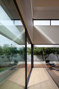 G House by Paz Gersh Architects - love the big glass doors
