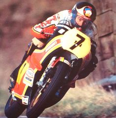 Barry Sheene in the office Old School Motorcycles, Racing Motorcycles, Motorcycle Racers, Suzuki Motorcycle, Old Bikes, Champions, Vintage Racing, Road Racing, Motorbikes