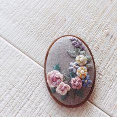 소소프랑스자수 입체자수브로치~~~상업적 도용은 하지말아주세요 #프랑스자수#자수타그램 #양산프랑스자수 #양산프랑스자수클래스 #화명동프랑스자수 #부산프랑스자수#자수브로치#embroidery#handembroidery