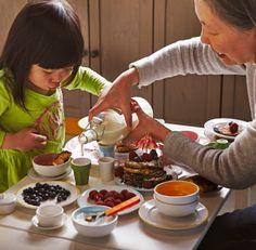 S malým kuchynským riadom sa nemusíte obávať nebezpečenstva, keďže ho môžu aj oblizovať, aj dávať do pusy. So sebou by však mali mať nejaké ozajstné jedlo.