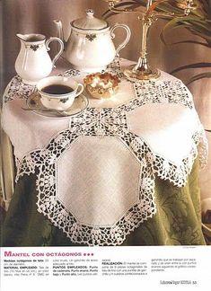 Un buen Té sobre mantel y servilletas en delicado crochet
