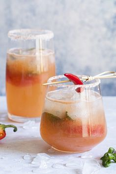Mojitos au pamplemousse et piment de Cayenne - K pour Katrine Cocktails, Alcoholic Drinks, Drinks Alcohol, Mojitos, Summer Drinks, Punch Bowls, Mugs, Tableware, Ethnic Recipes