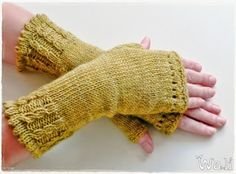 Ravelry: Mar'mitaines pattern by Wali Wali Crochet Mittens, Crochet Baby, Knit Crochet, Crochet Flower Patterns, Crochet Patterns For Beginners, Ravelry, Fingerless Gloves Knitted, Knitted Hats, Wrist Warmers