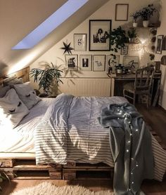 room inspiration Choosing Attic Design Is Simple Bedroom Decorations For Kids Gone are the days Cozy Bedroom, Bedroom Inspo, Home Decor Bedroom, Extra Bedroom, Modern Bedroom, Contemporary Bedroom, Bedroom Vintage, Bedroom Bed, Bedroom Inspiration Cozy