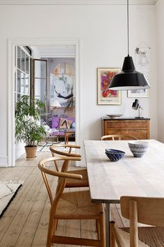 Scandinavian Dining Room Design: Ideas & Inspiration - Di Home Design Esstisch Design, Dining Room Inspiration, Dining Room Lighting, Home And Deco, Dining Room Design, Dining Furniture, Furniture Ideas, Furniture Design, Furniture Makeover