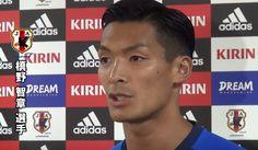 先日、日本代表で浦和レッズ所属のDF、槙野智章が「サンフレッチェ広島もペドロビッチ監督が示した方向性でサッカーをしている。浦和と広島が今シーズンのJリーグで勝ち点歴代最多に迫れば、日本人にどんなサッカーが合っているかを自ずと示すことになる。」という主旨のコメントをしました。国内リーグの強豪クラブの戦い方を代表が踏襲することは傾向として多いかもしれませんが、日本代表にそれが当てはまるのでしょうか?日本代表はどこを目指せばいいのか、槙野智章のコメントを参考に考えたいと思います。